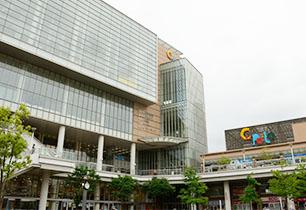 キュポ・ラ5・6階の川口市立中央図書館
