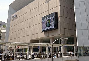 立川駅前のショッピングエリア
