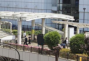 立川駅から続くアーケードはショッピングエリア直結